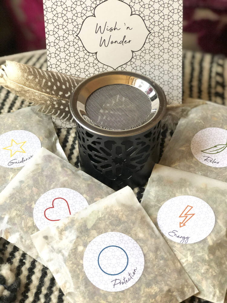 Wishnwonder-by-quatrefleurs-schnupperset-stoevchen-schwarz-incense-all-kraeuter-love-protection-energy-guidance-relax-package-pickntry